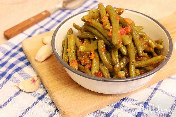 Greek Green Beans with Garlic and Tomatoes - Fasolakia